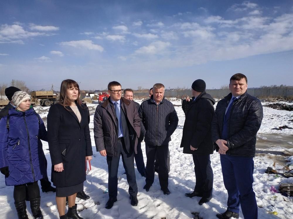 Свалку в коркинском поселке Роза (Челябинская область) вчера, 27 марта, потушили. Зловонного и кр