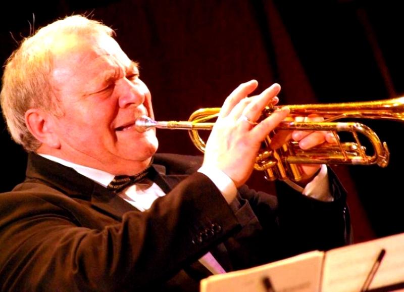 В нем примут участие солисты, ансамбли разных составов и биг-бэнды, исполняющие музыку в джазовой