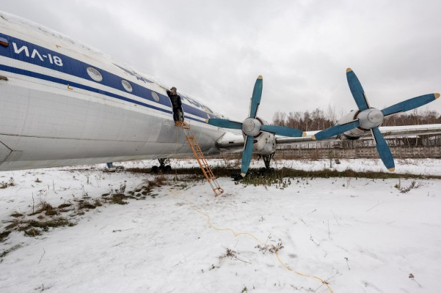 Как сообщает источник в правоохранительных органах, самолет с военнослужащими ЦВО упал в 27 килом