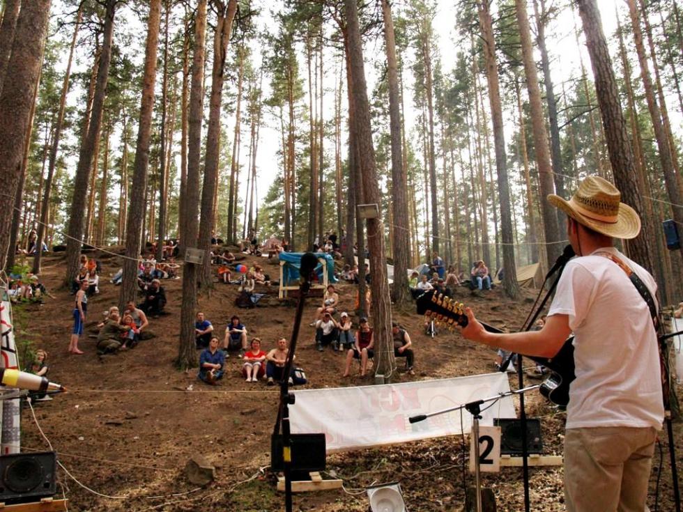 «Мы специально провели оргкомитет на месте, где будет фестиваль, – приехали на ильменскую поляну,