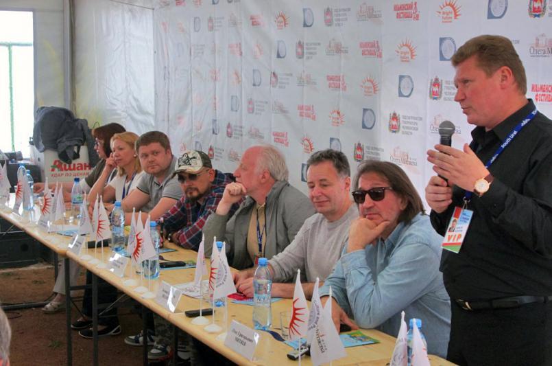 Организатор фестиваля, Народный артист РФ Олег Митяев с удовольствием отметил, что с каждым годом