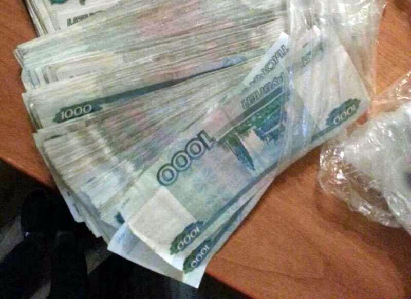 В Челябинске перед судом Центрального района по обвинению в распространении синтетических наркоти
