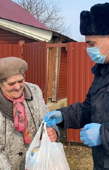 В Челябинской области ветеранам МВД в условиях существующей эпидемиологической ситуации оказана м