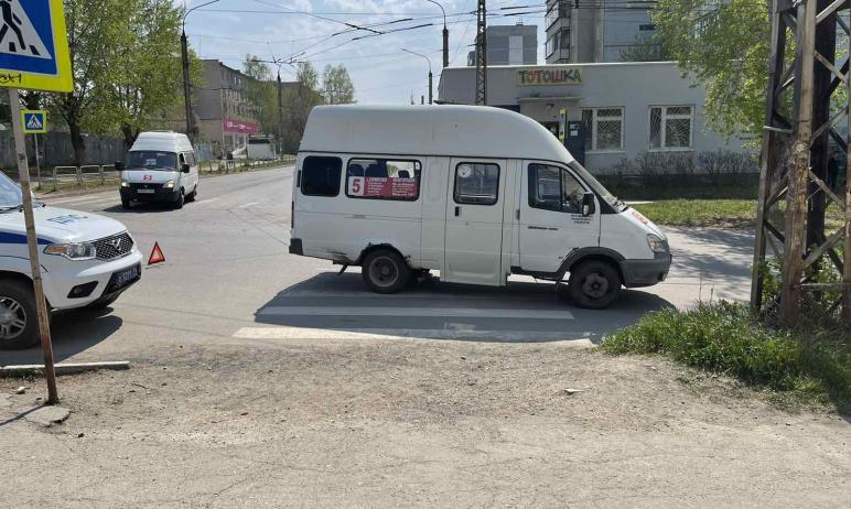 В Миассе (Челябинская область) 60-летний водитель маршрутного такси сбил 13-летнюю девочку, котор