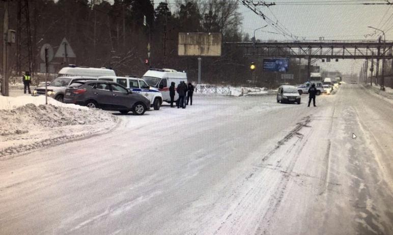 В Миассе (Челябинская область) во время снегопада водитель машины Lada Largus не справился с упра