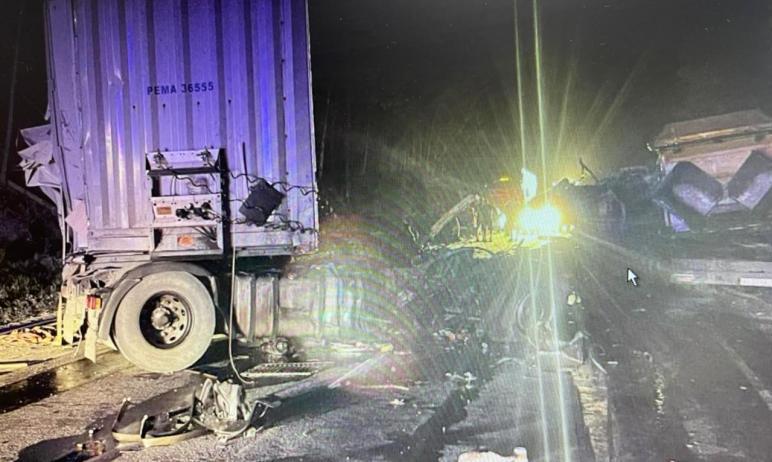 В Челябинской области произошло столкновение трех грузовиков: Scania, «Камаз» и Mersedes-Benz Act
