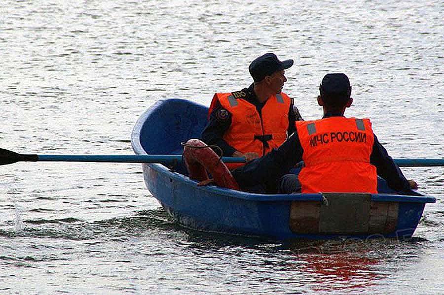 В реке Урал вчера, 25 сентября, недалеко от берега отдыхающие заметили нечто похожее на человечес