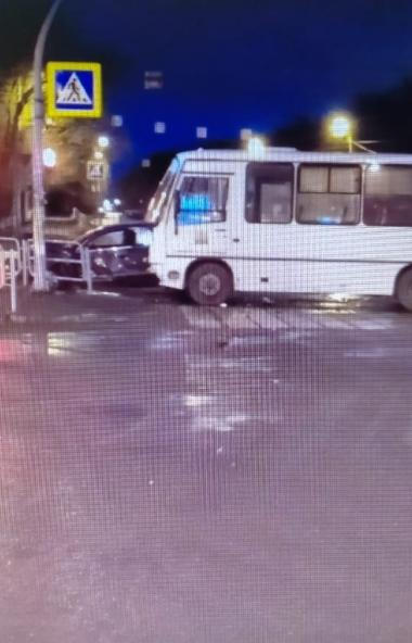 В Челябинске по вине водителя Пазика погиб 42-летний мужчина. Он нарушил правила дорожного движен