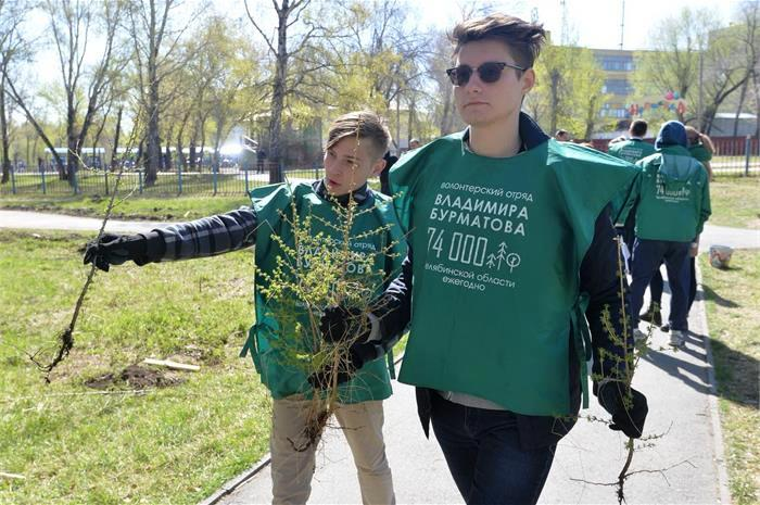 «Зеленый памятник» истории Челябинска возродился вчера, 17-го мая. Сразу две аллеи редких даурски