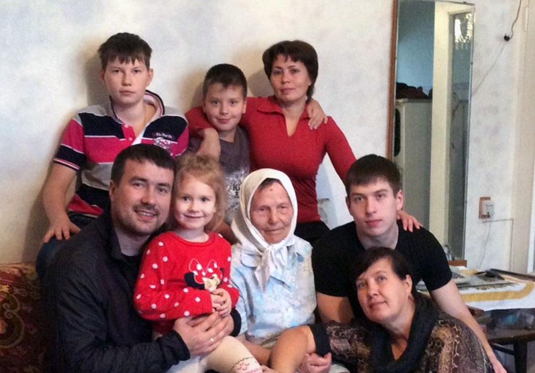 Долгожительницеиз челябинского поселка Новосинеглазово АгафьеУсольцевойв православное Рождеств