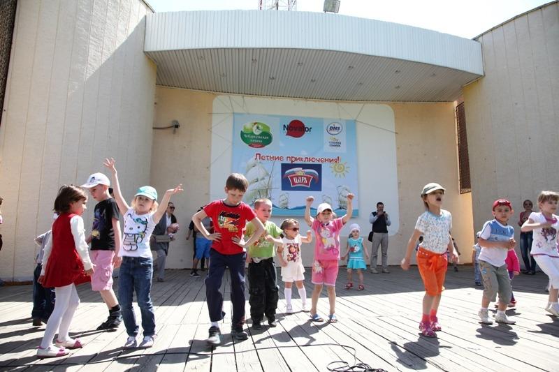 На центральных сценах парков выступили лучшие детские коллективы, а команды школ Центрального и С