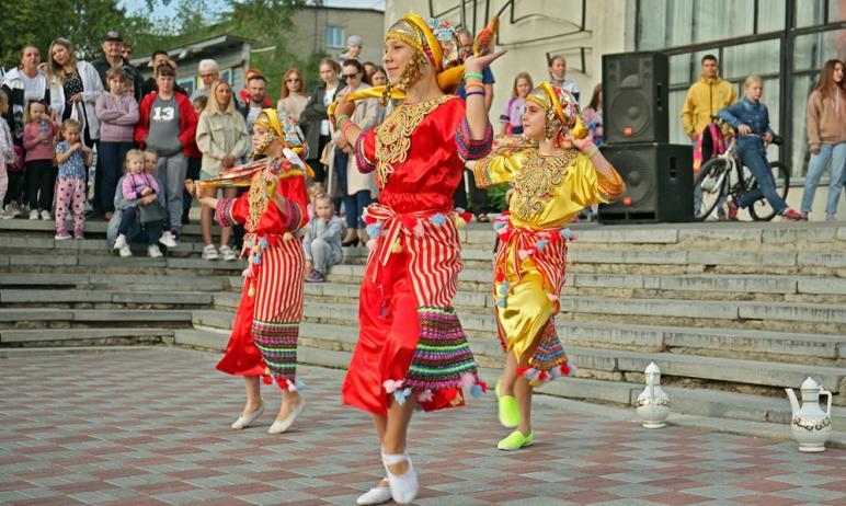 Государственный ракетный центр имени Макеева (Челябинская область) подарил юным жителям Миасса ра