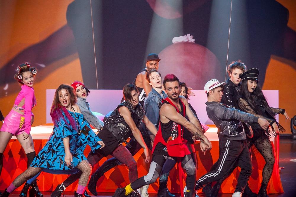 Шоу «ТАНЦЫ» - это яркое танцевальное шоу талантов, в котором принимают участие лучшие танцоры со