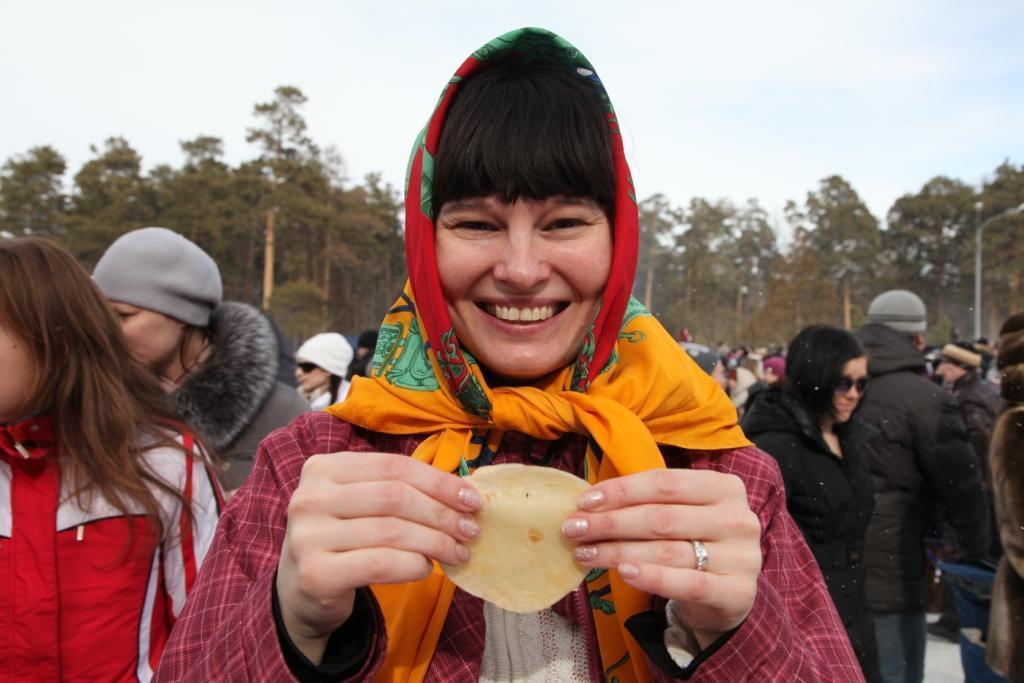 Преподаватель ЮУрГУ Яна Малышева - участница масленичных гуляний со стажем. Она уже не п