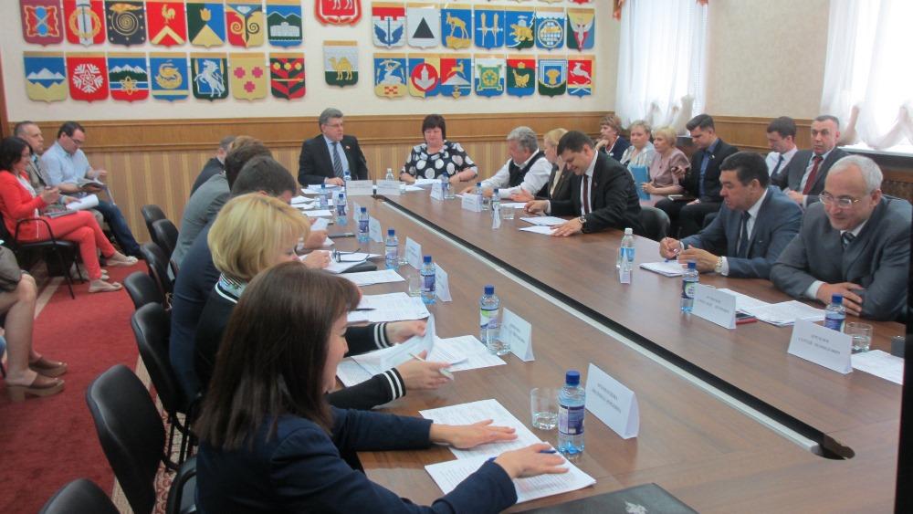 Как сообщил председатель комитета Александр Журавлев, организация детской оздоровительной кампани