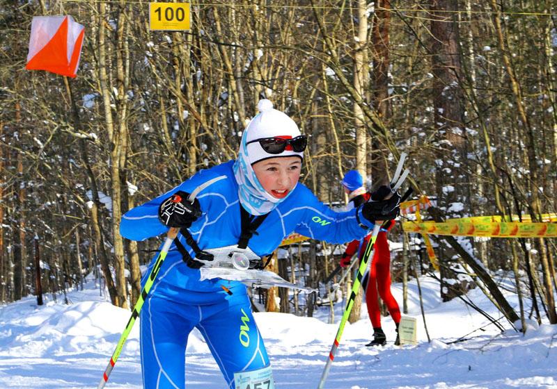 Юные спортсмены в возрасте до 15-ти лет соревновались в гонке с общего старта, классической диста