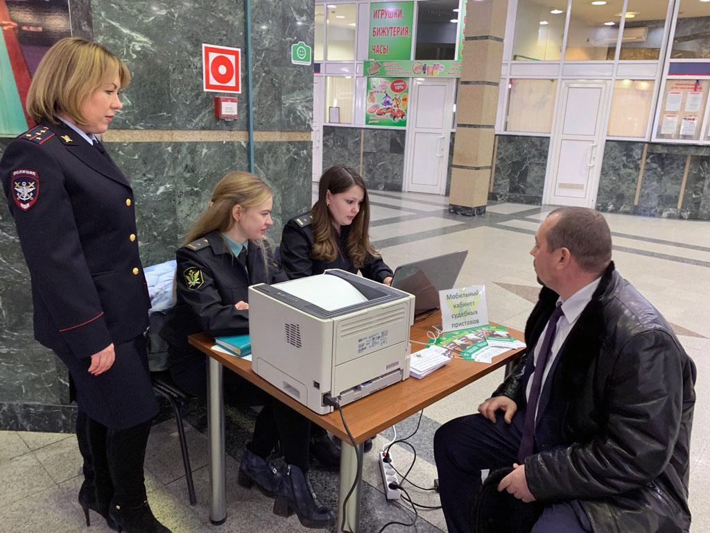 Накануне новогодних праздников судебные приставы Челябинской области открыли свои пункты на желез