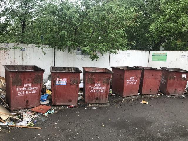В Челябинске вопрос уборки контейнерных площадок остается на особом контроле. Управляющие компани