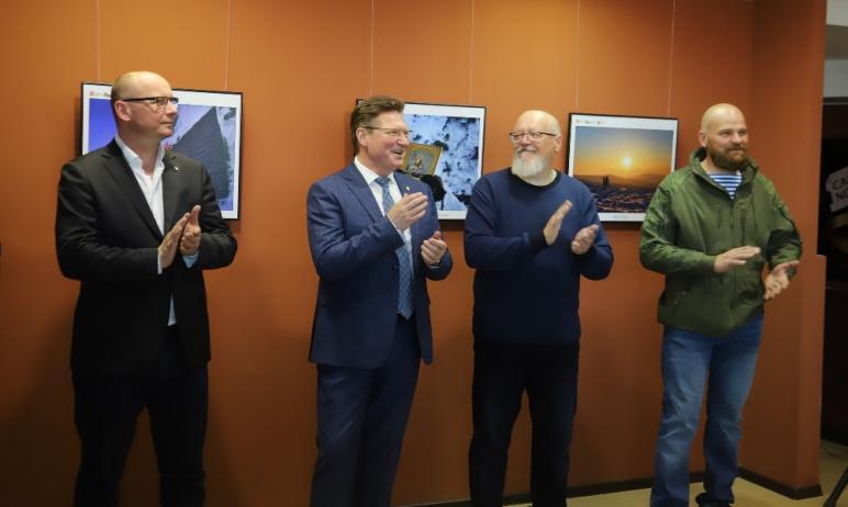 Сегодня, 22 апреля, в Историческом музее Челябинска открылась фотовыставка, повествующая о недавн