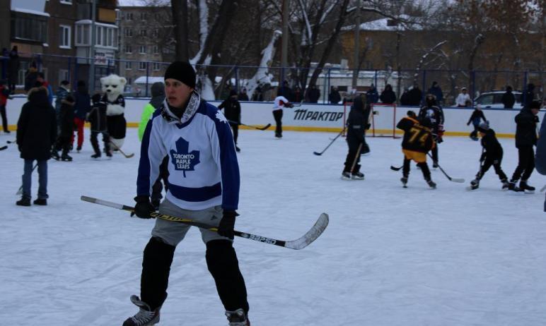 В Челябинске сегодня, 24 января, член олимпийской сборной по хоккею защитник Илья Карпухин и напа
