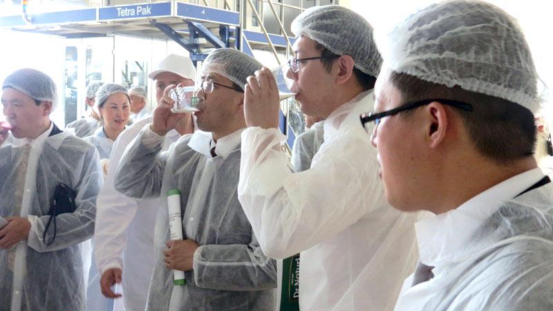 Делегация из Китая сегодня, 13-го июля, посетила завод растительных напитков «СоюзПищепром». Гост