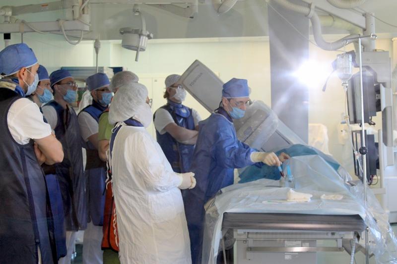Операции прошли в рамках мастер-класса, который провел руководитель сосудистого центра на базе ле