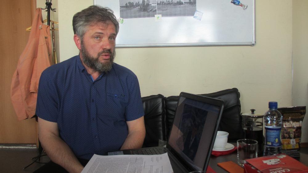 По словам Дмитрия Карпинского, он купил загородный дом с земельным участком в Большом Куяше прямо