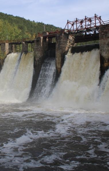 Гости знаменитой гидроэлектростанции «Пороги» (Саткинский район, Челябинская область) насладились