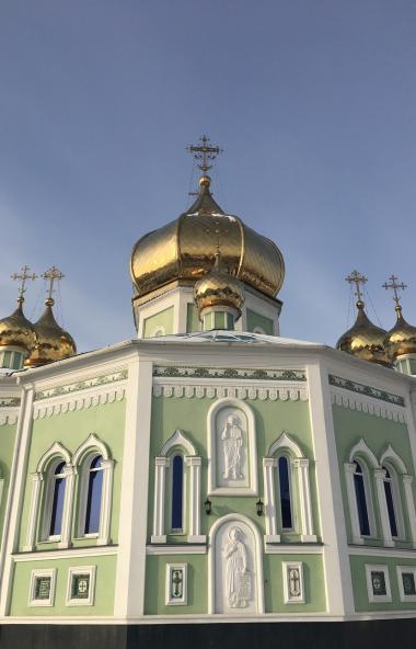 Все работники Челябинского епархиального управления и Свято-Симеоновского кафедрального собора от