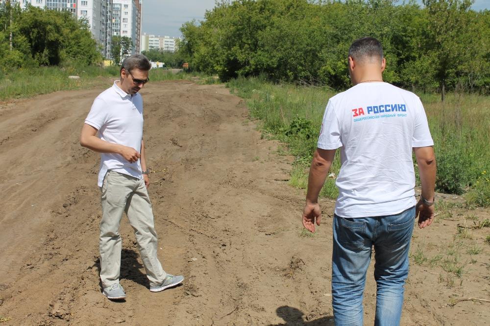 Жители новостроек на улицах Агалакова и Прохладная с 2015 года требуют от властей ремонта дороги.