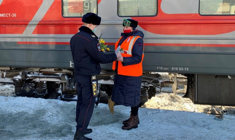 На железнодорожном вокзале Челябинска по доброй традиции в преддверии весеннего праздника 8 марта