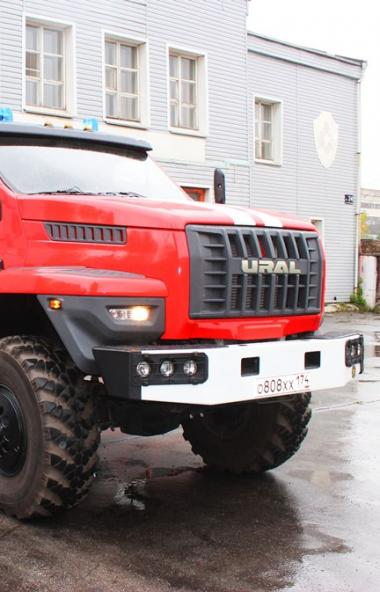 Современный пожарный автомобиль Челябинского металлургического комбината (ПАО «ЧМК», входит