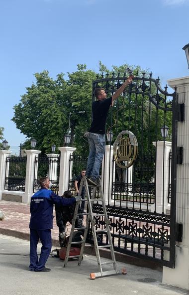В Челябинске завершается ремонт фасада государственного театра оперы и балета имени Глинки. В нас