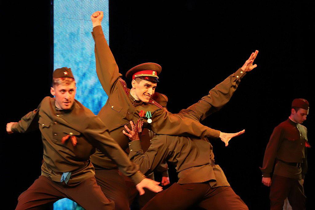 В Челябинске в честь 74-летия Великой Победы в театре оперы и балета имени Глинки состоялся праз