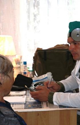 Медицинские подразделения Центрального военного округа (ЦВО) оказали первичную помощь тысяче жите