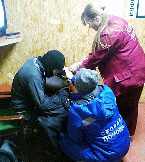 На помощь пострадавшему пришли спасатели Златоуста. Они забрали его из приюта «Белый ключ» около