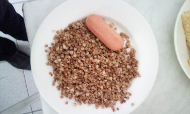 В Челябинской области бесплатное горячее питание в школах получают более 184 тысяч учащихся или 4