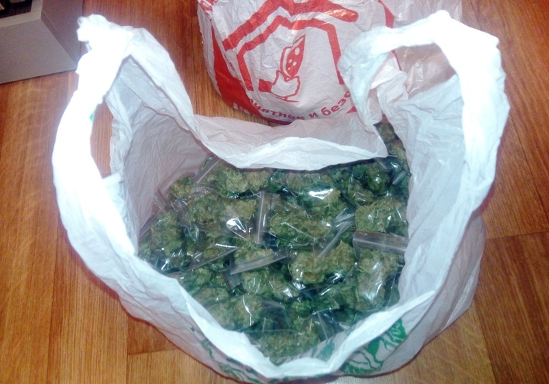 Магнитогорские полицейские задержали подозреваемого в незаконном обороте наркотиков. У местного ж
