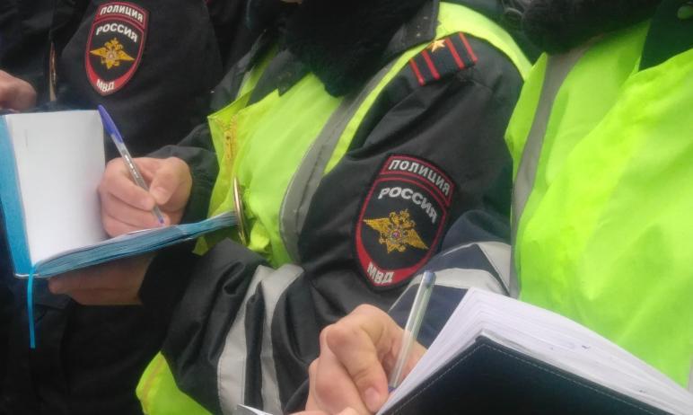 В Челябинске водитель маршрутного такси украл у пассажира сотовый телефон. А потом, воспользовавш