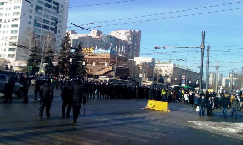 Полиция Челябинска по факту воспрепятствования движению транспорта участниками несанкционированно