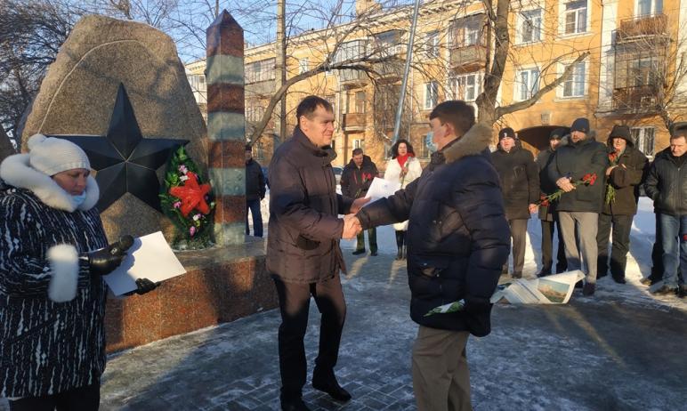 Второе десятилетие подряд в Челябинске 15 февраля у памятника с необычным названием «Солдатам нео
