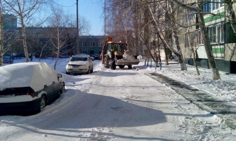 В Челябинске коммунальщики Ленинского района вместо того, чтобы вывозить снег на снегосвалки, сва