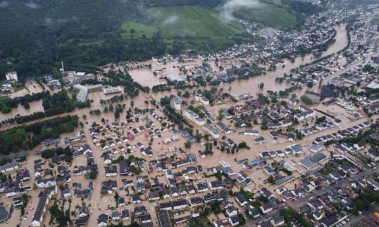 На западе Германии из-за проливных дождей притоки Рейна - Ар, Мозель, а также небольшие реки - За