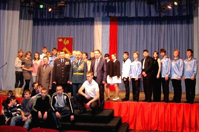 Выставка посвящена 15-летию сначала контртеррористической операции в Чеченской республике.