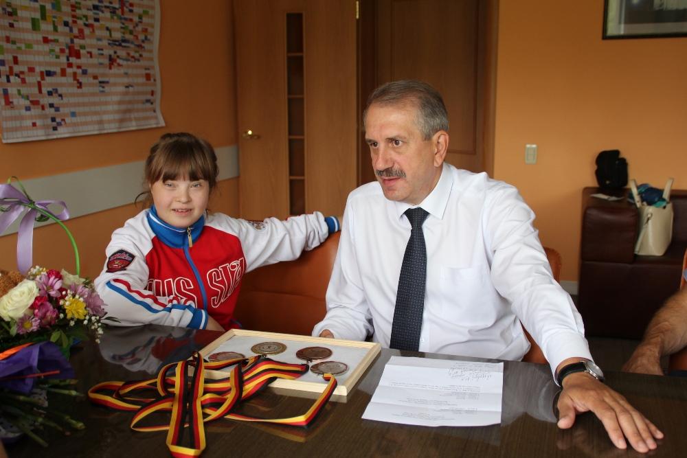 Сегодня призеру чемпионата мира по гимнастике с синдромом Дауна Арине Кутеповой исполнилось 19 ле
