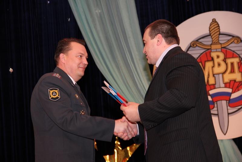 Перед собравшимися выступил начальник районного ОМВД Сергей Цидин и рассказал им о результатах ра