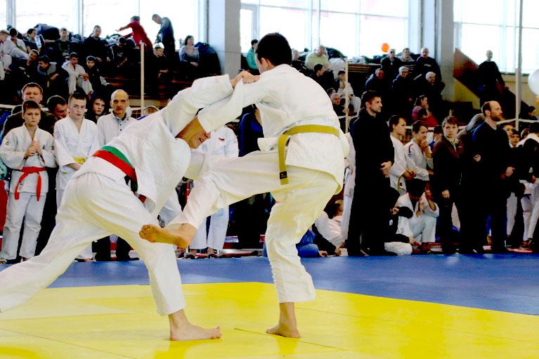 Участники разыграют в манеже Уральского государственного университета физической культуры награды
