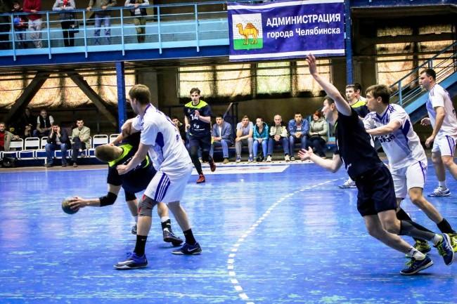 В новом сезоне челябинские гандболисты вступят в борьбу за лидерство в новой бело-голубой форме и