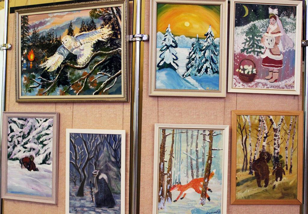 Открывшаяся традиционная выставка детских рисунков в Челябинском государственном театре оперы и б