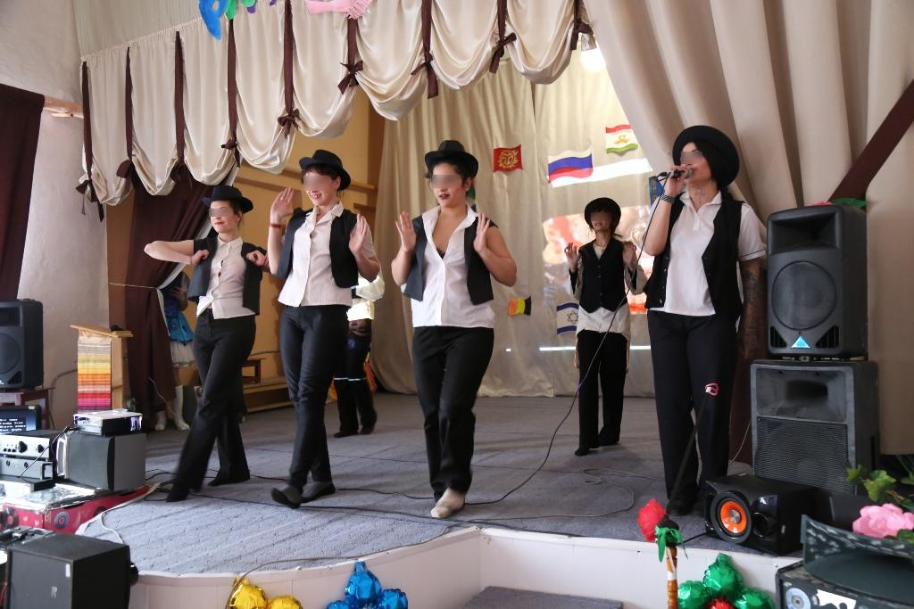 В женской колонии №5 Челябинска состоялся фестиваль дружбы народов. Цыгане, таджики, евреи